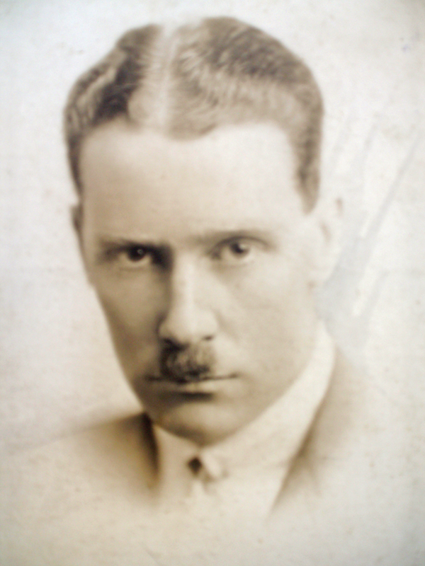Figure 1. Kenneth Slessor, undated photograph, probably from the 1920s or early 1930s. (NLA MS 3020/7/3/118, Box 8). Courtesy of the National Library of Australia.